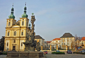 Kirche und Schloss Dux vom Marktplatz