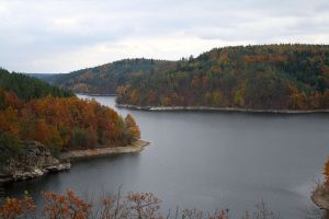 Dalešice von der Insel Kozlov