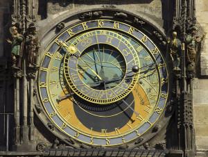 Uhr mit Figuren