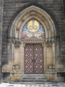 Linkes Tor der Sankt Peter und Paul Kirche
